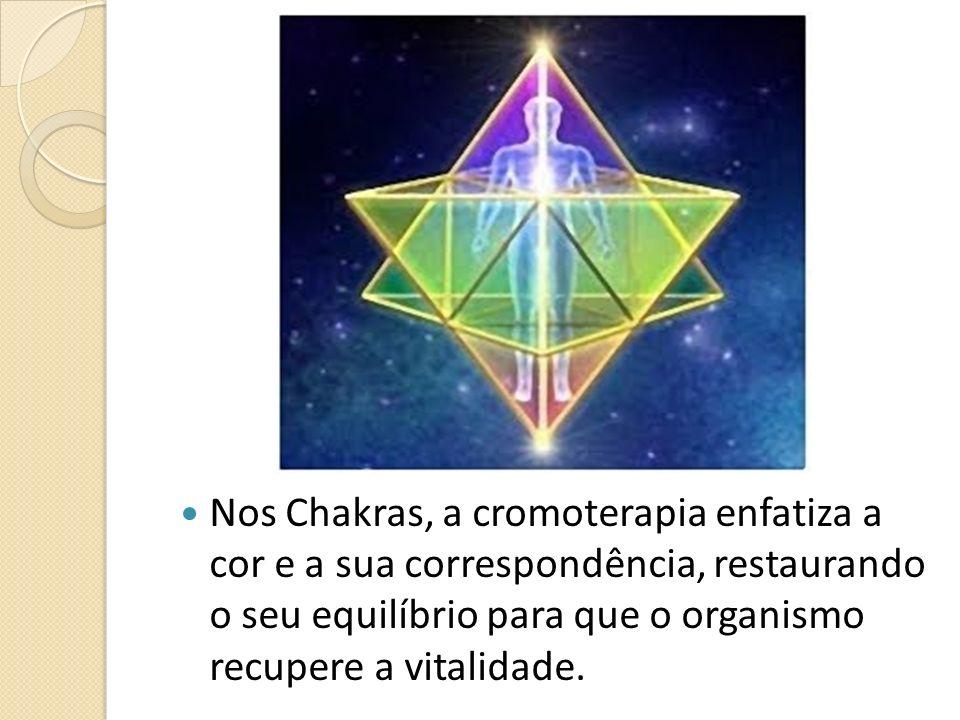 Nos Chakras, a cromoterapia enfatiza a cor e a sua correspondência, restaurando o seu equilíbrio para que o organismo recupere a vitalidade.