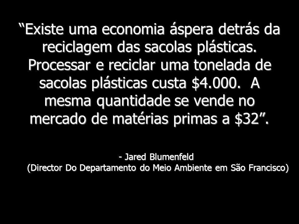 Existe uma economia áspera detrás da reciclagem das sacolas plásticas