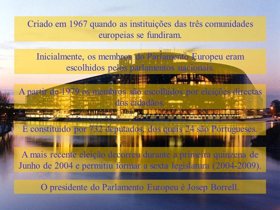 É constituído por 732 deputados, dos quais 24 são Portugueses.
