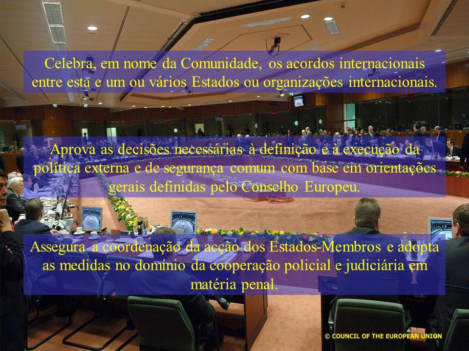 Celebra, em nome da Comunidade, os acordos internacionais entre esta e um ou vários Estados ou organizações internacionais.