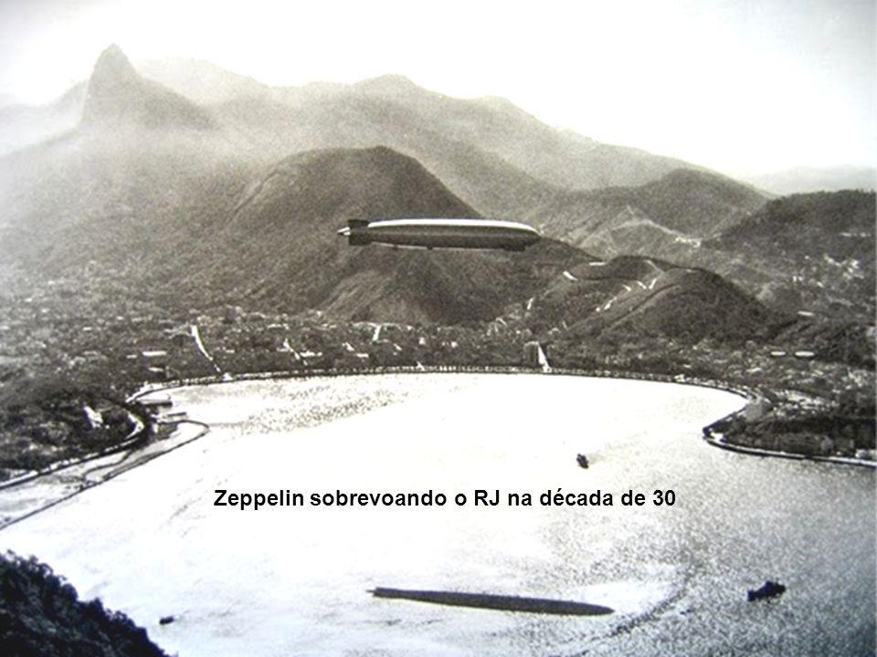 Zeppelin sobrevoando o RJ na década de 30