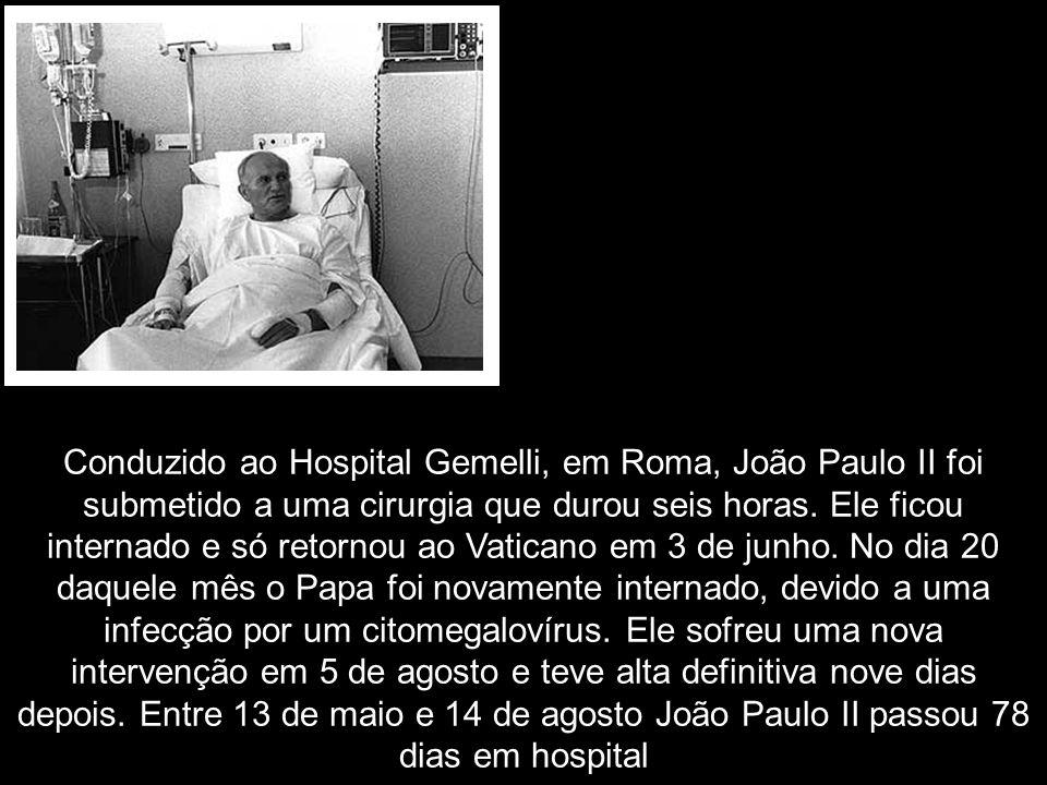 Conduzido ao Hospital Gemelli, em Roma, João Paulo II foi submetido a uma cirurgia que durou seis horas.