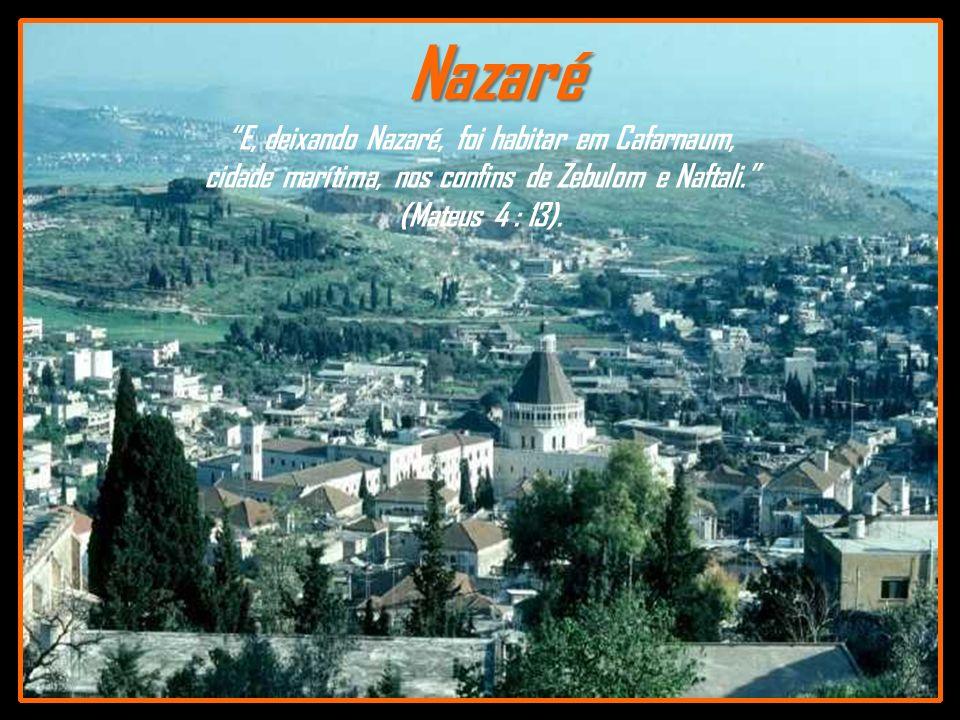 Nazaré E, deixando Nazaré, foi habitar em Cafarnaum,
