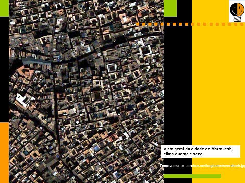Vista geral da cidade de Marrakesh, clima quente e seco