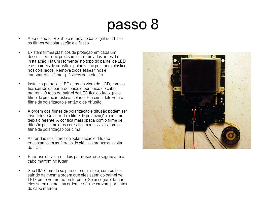 passo 8 Abra o seu kit RGBbb e remova o backlight de LED e os filmes de polarização e difusão.