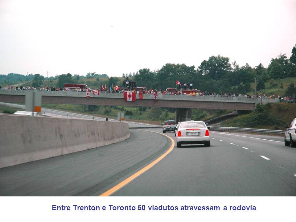 Entre Trenton e Toronto 50 viadutos atravessam a rodovia