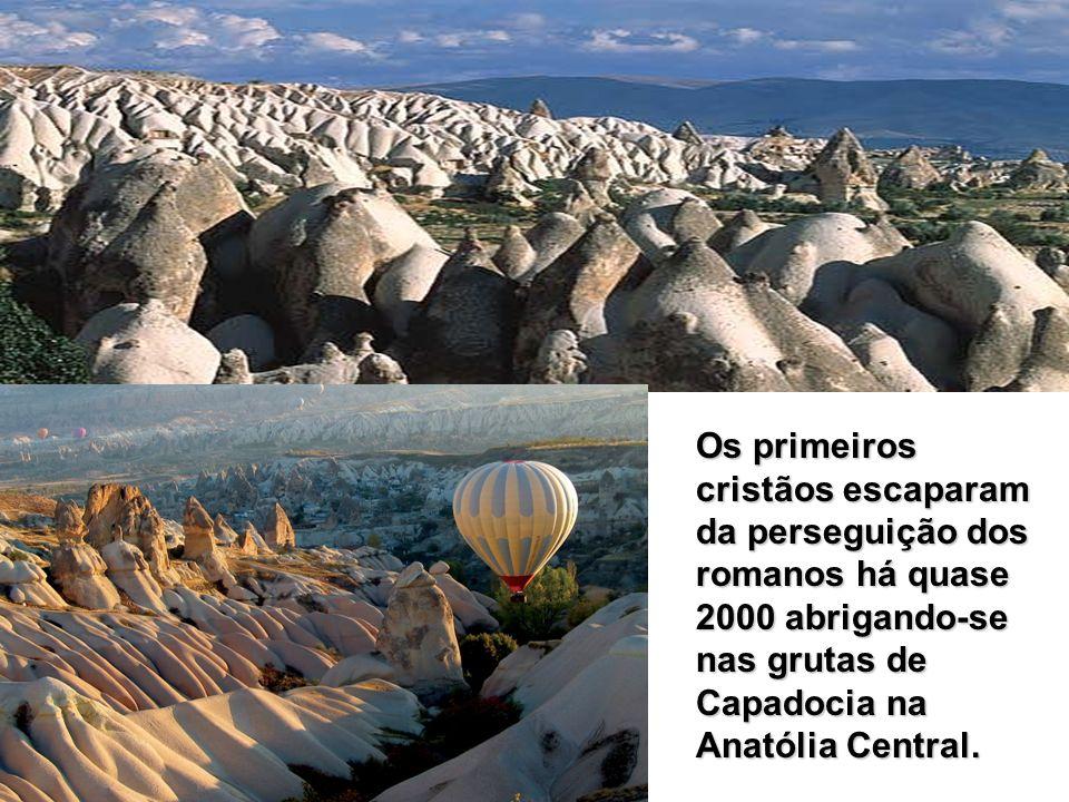Os primeiros cristãos escaparam da perseguição dos romanos há quase 2000 abrigando-se nas grutas de Capadocia na Anatólia Central.