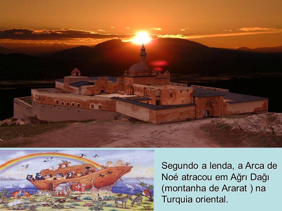 Segundo a lenda, a Arca de Noé atracou em Ağrı Dağı (montanha de Ararat ) na Turquia oriental.