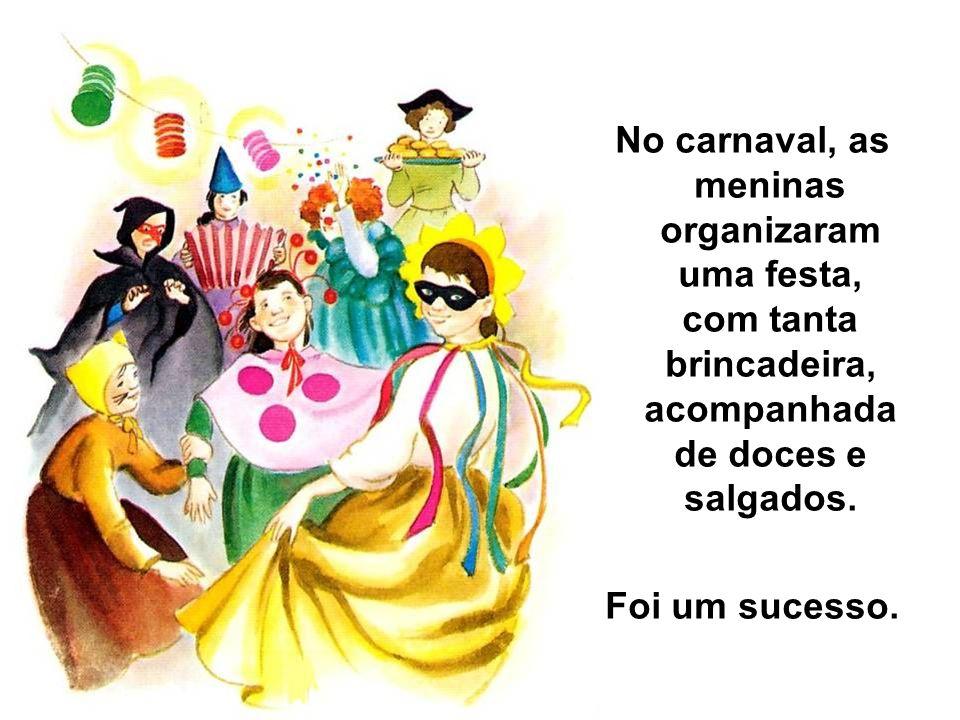 No carnaval, as meninas organizaram uma festa, com tanta brincadeira, acompanhada de doces e salgados.
