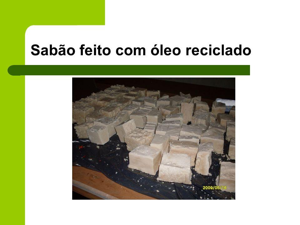 Sabão feito com óleo reciclado