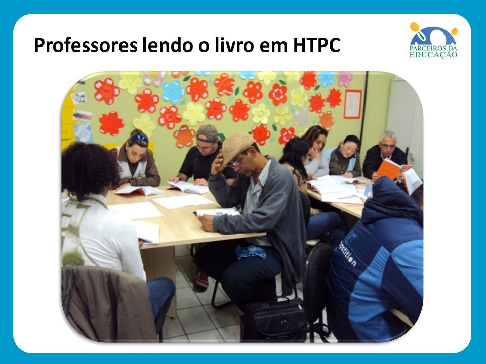 Professores lendo o livro em HTPC