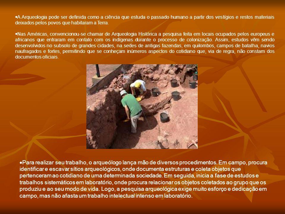 A Arqueologia pode ser definida como a ciência que estuda o passado humano a partir dos vestígios e restos materiais deixados pelos povos que habitaram a Terra.