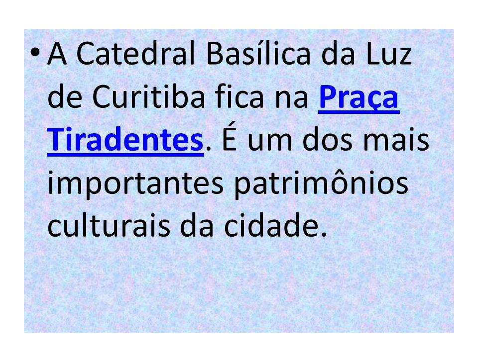 A Catedral Basílica da Luz de Curitiba fica na Praça Tiradentes
