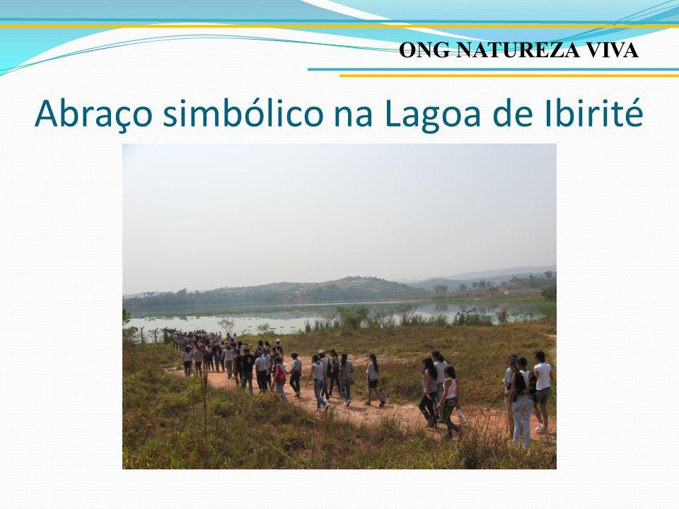Abraço simbólico na Lagoa de Ibirité