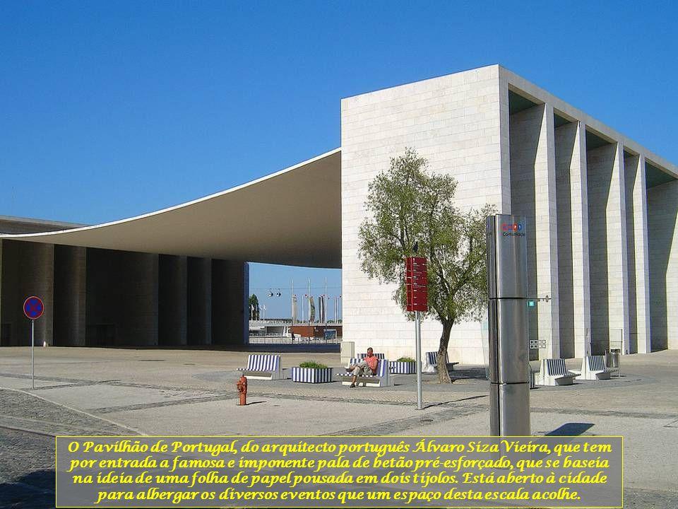 O Pavilhão de Portugal, do arquitecto português Álvaro Siza Vieira, que tem por entrada a famosa e imponente pala de betão pré-esforçado, que se baseia na ideia de uma folha de papel pousada em dois tijolos.