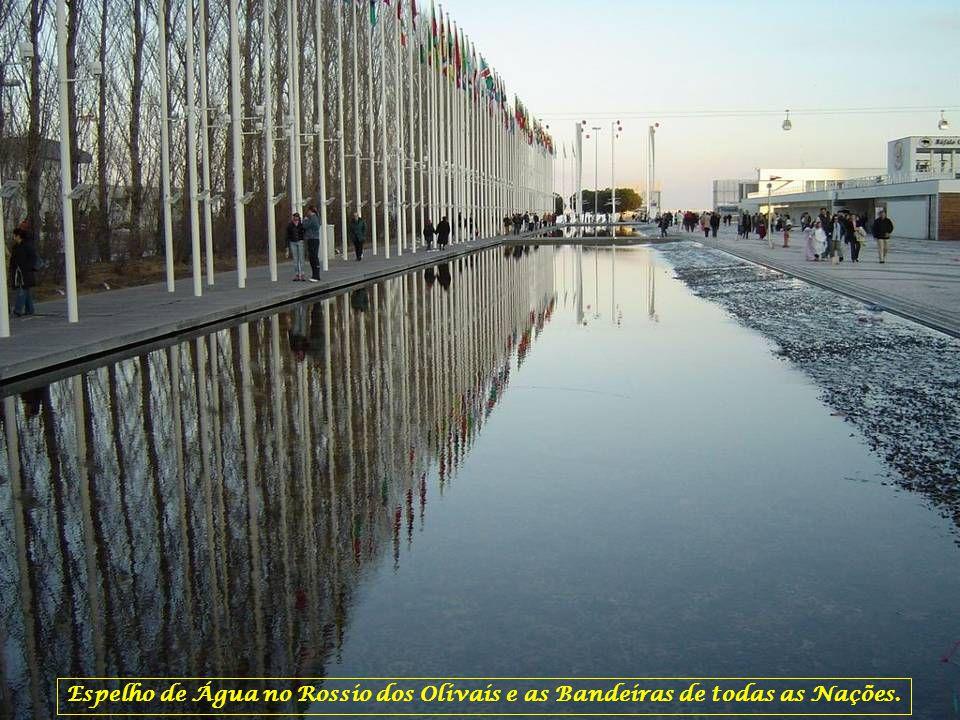 Espelho de Água no Rossio dos Olivais e as Bandeiras de todas as Nações.