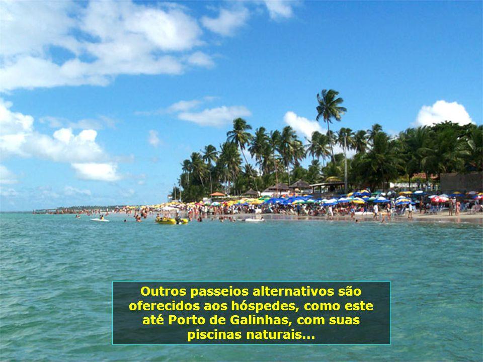 P0000763 - PORTO DE GALINHAS Outros passeios alternativos são oferecidos aos hóspedes, como este até Porto de Galinhas, com suas piscinas naturais...