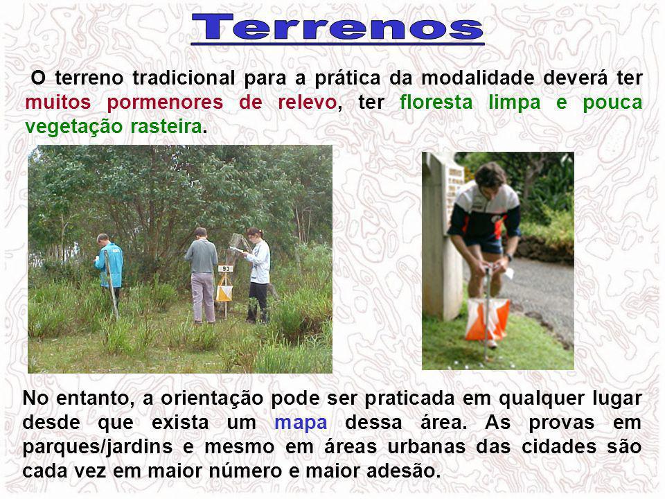 Terrenos O terreno tradicional para a prática da modalidade deverá ter muitos pormenores de relevo, ter floresta limpa e pouca vegetação rasteira.