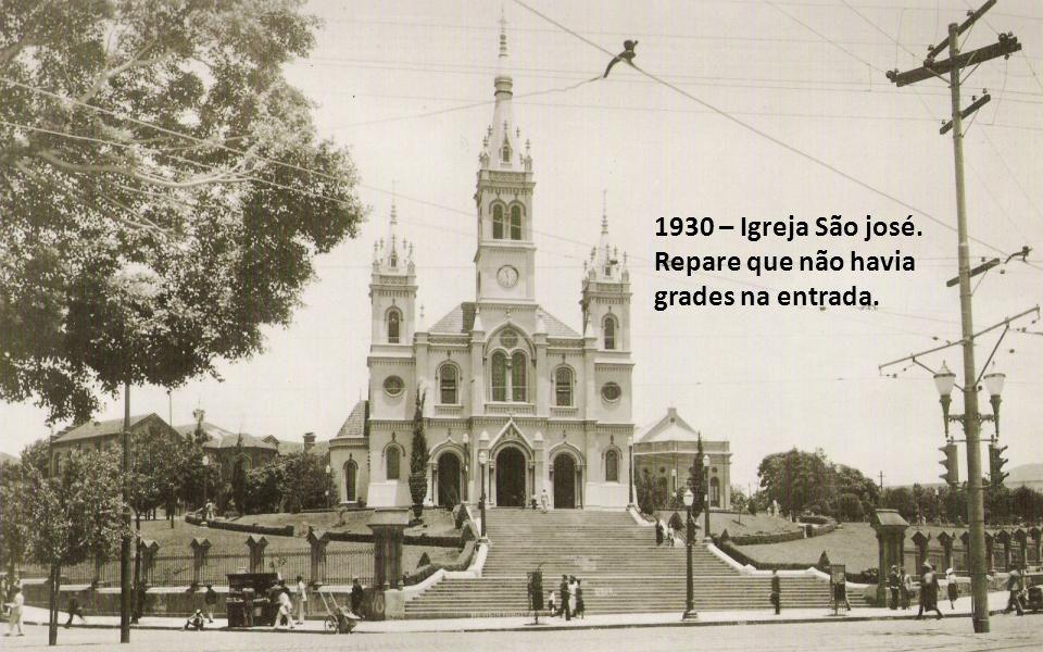 1930 – Igreja São josé. Repare que não havia grades na entrada.