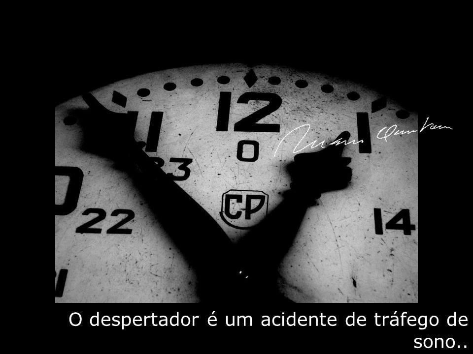 O despertador é um acidente de tráfego de sono..