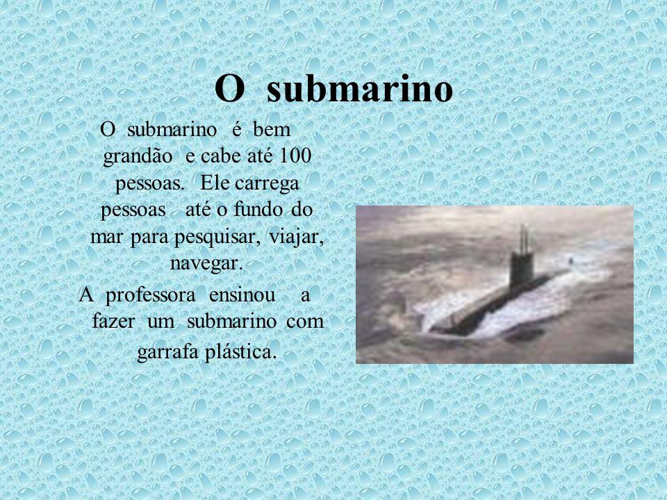 A professora ensinou a fazer um submarino com garrafa plástica.