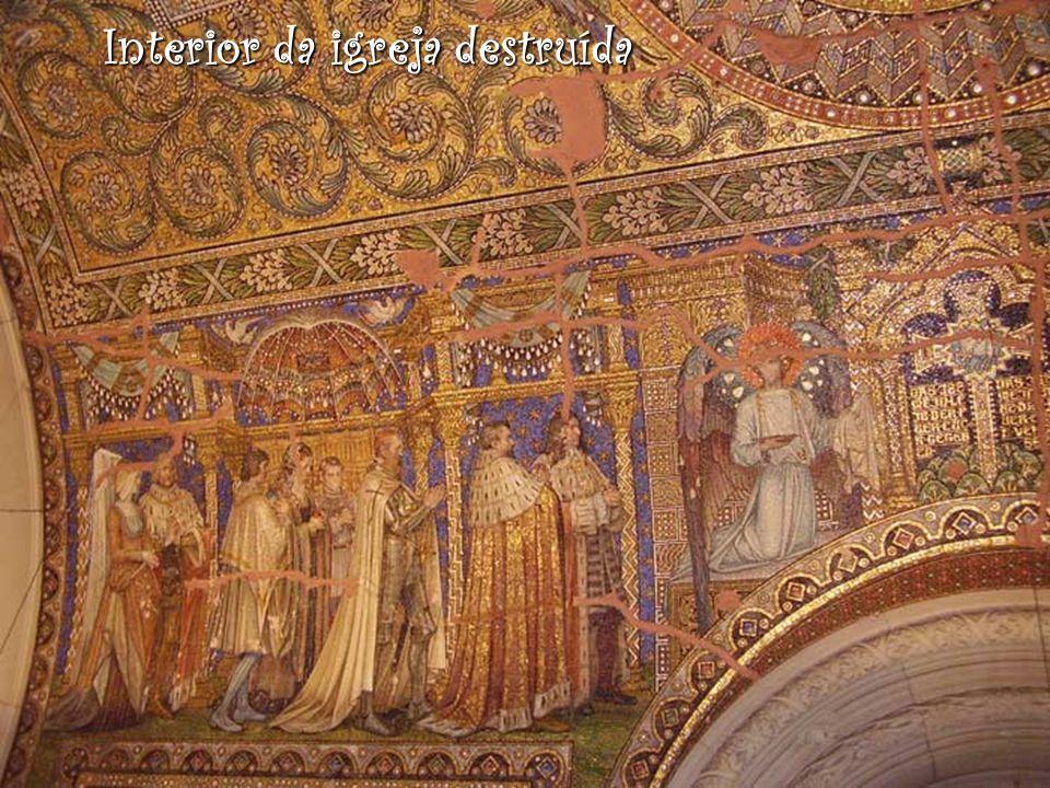 Interior da igreja destruída