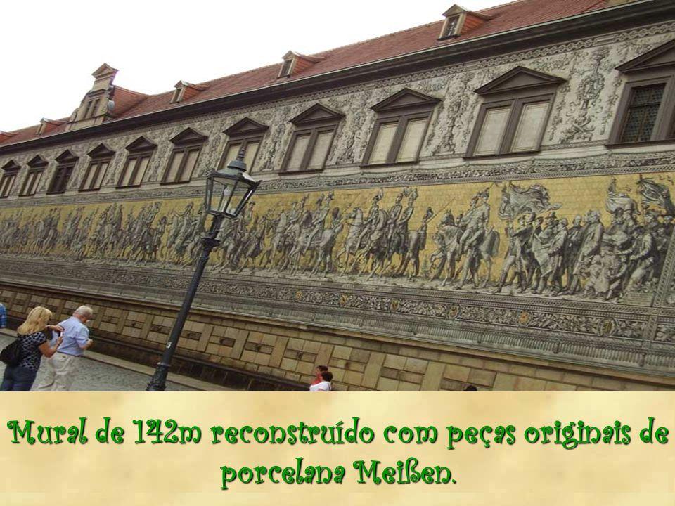 Mural de 142m reconstruído com peças originais de porcelana Meißen.