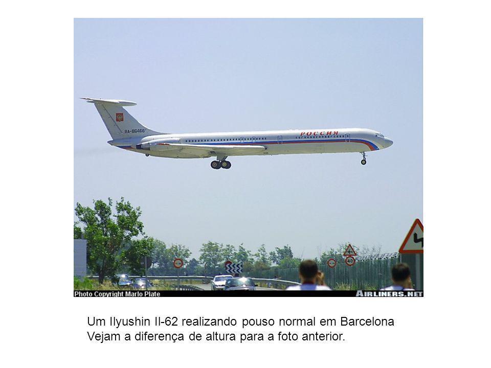 Um Ilyushin Il-62 realizando pouso normal em Barcelona
