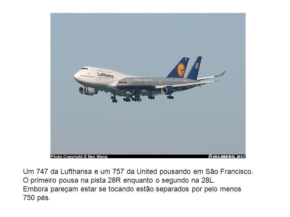 Um 747 da Lufthansa e um 757 da United pousando em São Francisco.