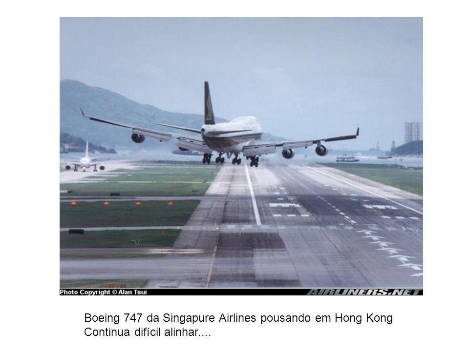 Boeing 747 da Singapure Airlines pousando em Hong Kong