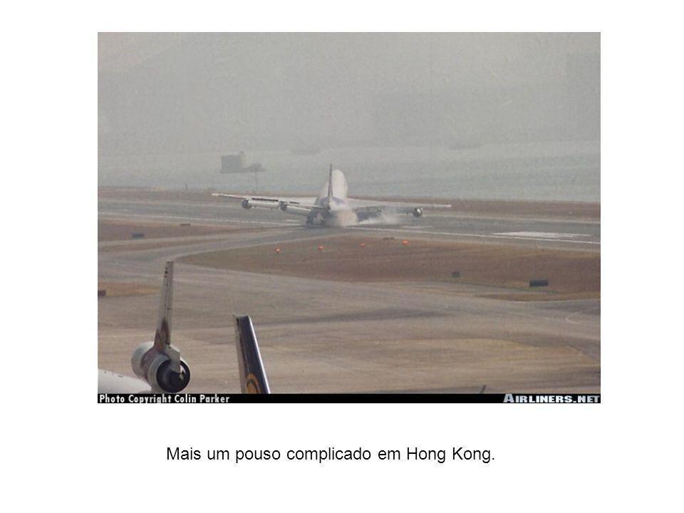 Mais um pouso complicado em Hong Kong.