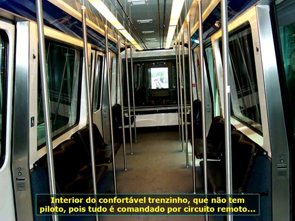 7205 Interior do confortável trenzinho, que não tem piloto, pois tudo é comandado por circuito remoto...