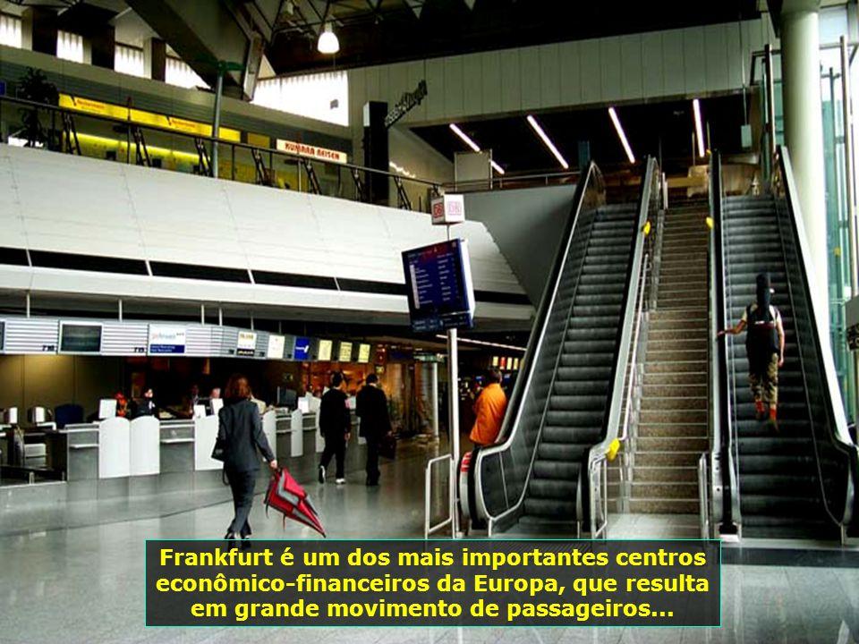 7243 Frankfurt é um dos mais importantes centros econômico-financeiros da Europa, que resulta em grande movimento de passageiros...
