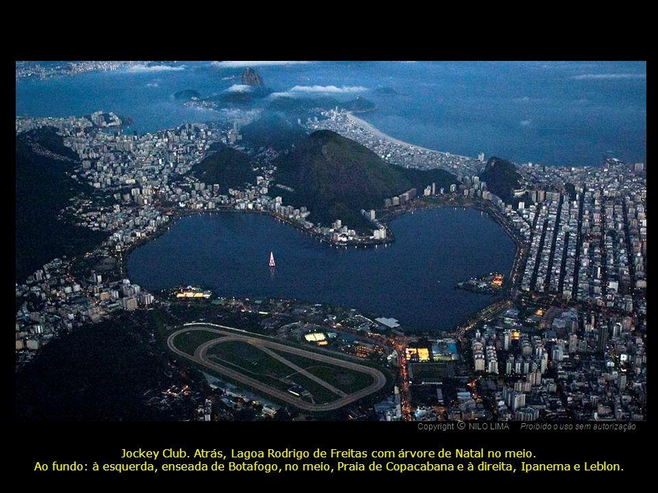 Copyright NILO LIMA Proibido o uso sem autorização. c. O. Jockey Club. Atrás, Lagoa Rodrigo de Freitas com árvore de Natal no meio.