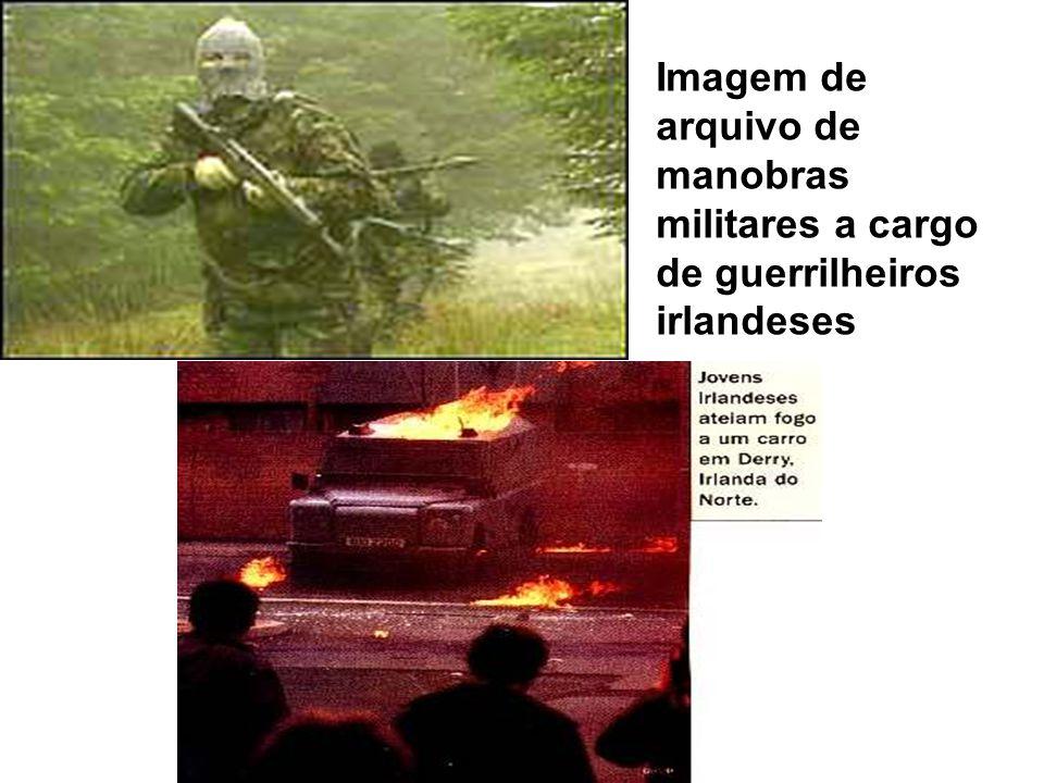 Imagem de arquivo de manobras militares a cargo de guerrilheiros irlandeses