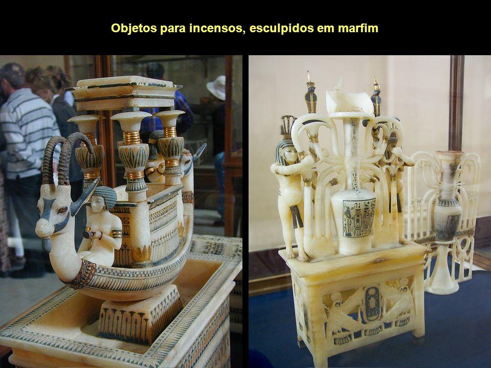 Objetos para incensos, esculpidos em marfim