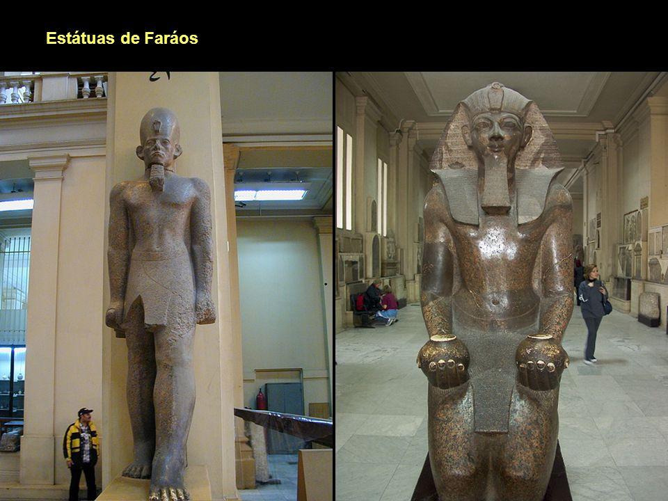 Estátuas de Faráos