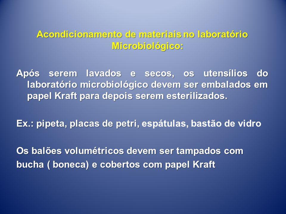Acondicionamento de materiais no laboratório Microbiológico: Após serem lavados e secos, os utensílios do laboratório microbiológico devem ser embalados em papel Kraft para depois serem esterilizados.