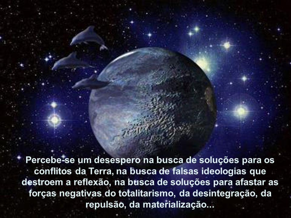Percebe-se um desespero na busca de soluções para os com-flitos da Terra, na busca de falsas ideologias que destroem a reflexão, na busca de soluções para afastar as forças negati-vas do totalitarismo, da desintegração, da repulsão, da materialização...