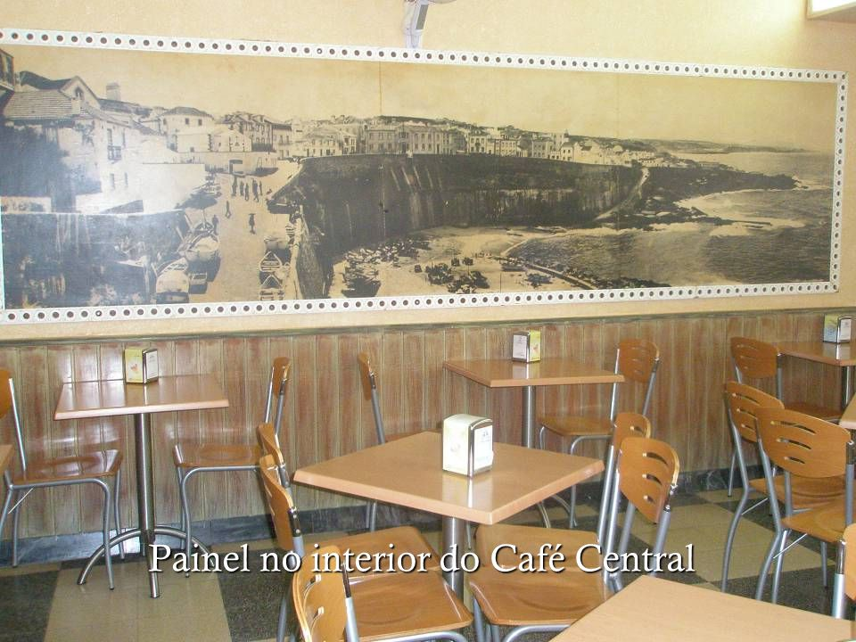 Painel no interior do Café Central