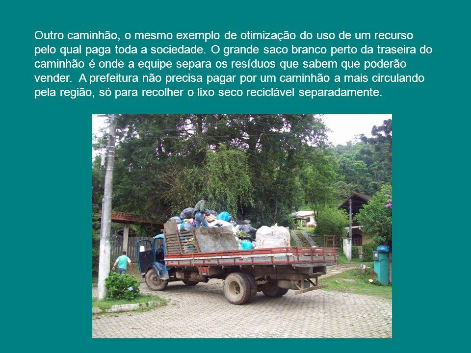 Outro caminhão, o mesmo exemplo de otimização do uso de um recurso pelo qual paga toda a sociedade.