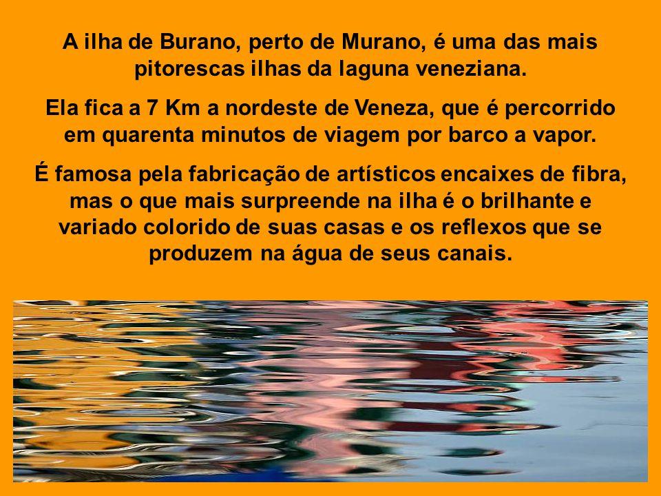 A ilha de Burano, perto de Murano, é uma das mais pitorescas ilhas da laguna veneziana.