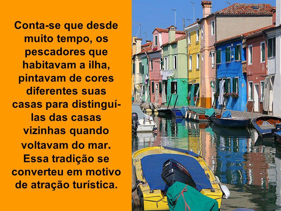 Conta-se que desde muito tempo, os pescadores que habitavam a ilha, pintavam de cores diferentes suas casas para distinguí-las das casas vizinhas quando voltavam do mar.