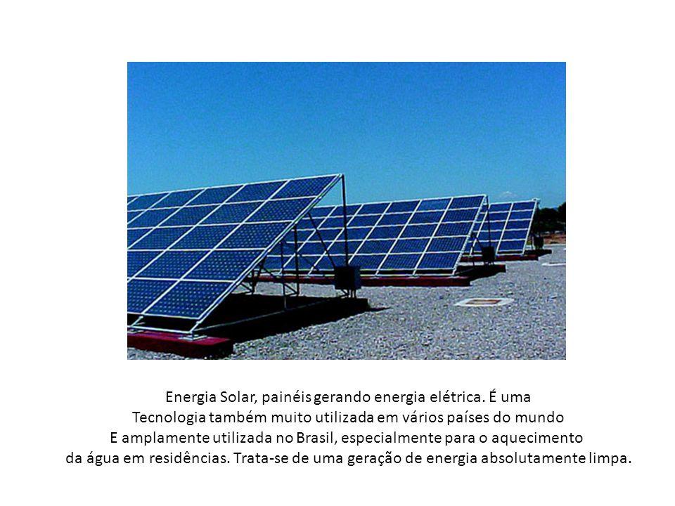 Energia Solar, painéis gerando energia elétrica. É uma