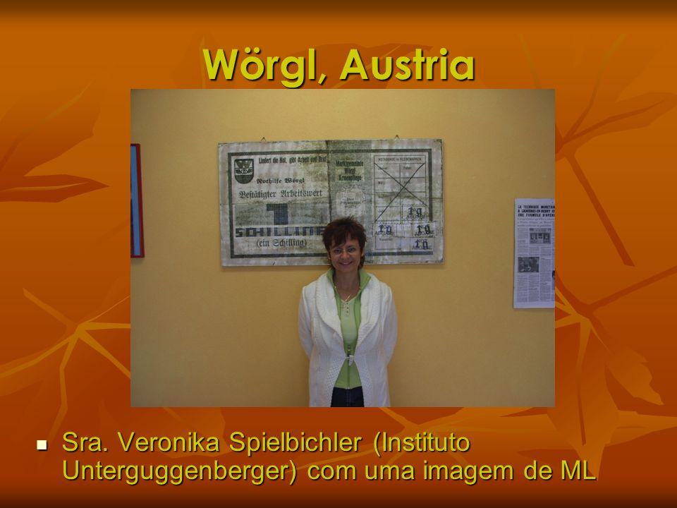 Wörgl, Austria Sra. Veronika Spielbichler (Instituto Unterguggenberger) com uma imagem de ML