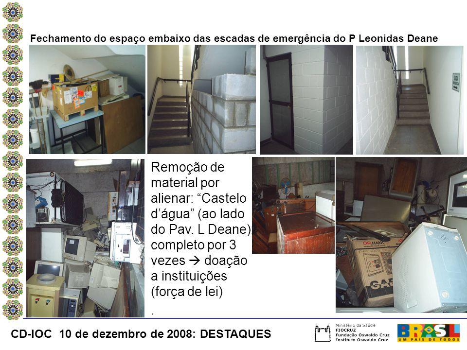 Fechamento do espaço embaixo das escadas de emergência do P Leonidas Deane