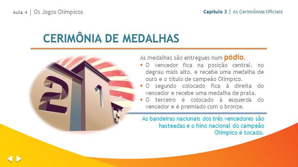 CERIMÔNIA DE MEDALHAS As medalhas são entregues num pódio.
