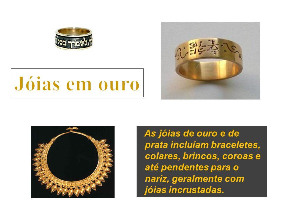 Jóias em ouro As jóias de ouro e de prata incluíam braceletes,