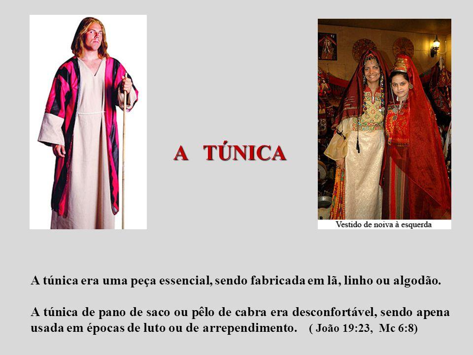 A TÚNICA A túnica era uma peça essencial, sendo fabricada em lã, linho ou algodão.