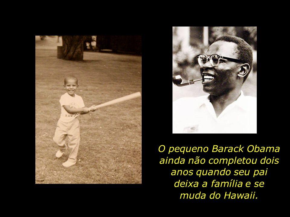 O pequeno Barack Obama ainda não completou dois anos quando seu pai deixa a família e se muda do Hawaii.